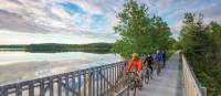 Cyclistes sur le sentier Rum Runners en Nouvelle-Écosse | Tourism Nova Scotia