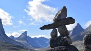Inuksuk at the Inuit travel corridor, Akshayuk Pass | ©Parks Canada • Parcs Canada / Eric Brown
