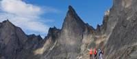 Chaîne de montagnes majestueuse dans le parc territorial de Tombstone | Government of Yukon/Fritz Mueller