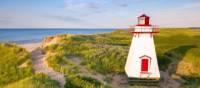 Le phare de patrimonial de la petite ville de St. Peters Harbour | Tourism PEI/Sander Meurs